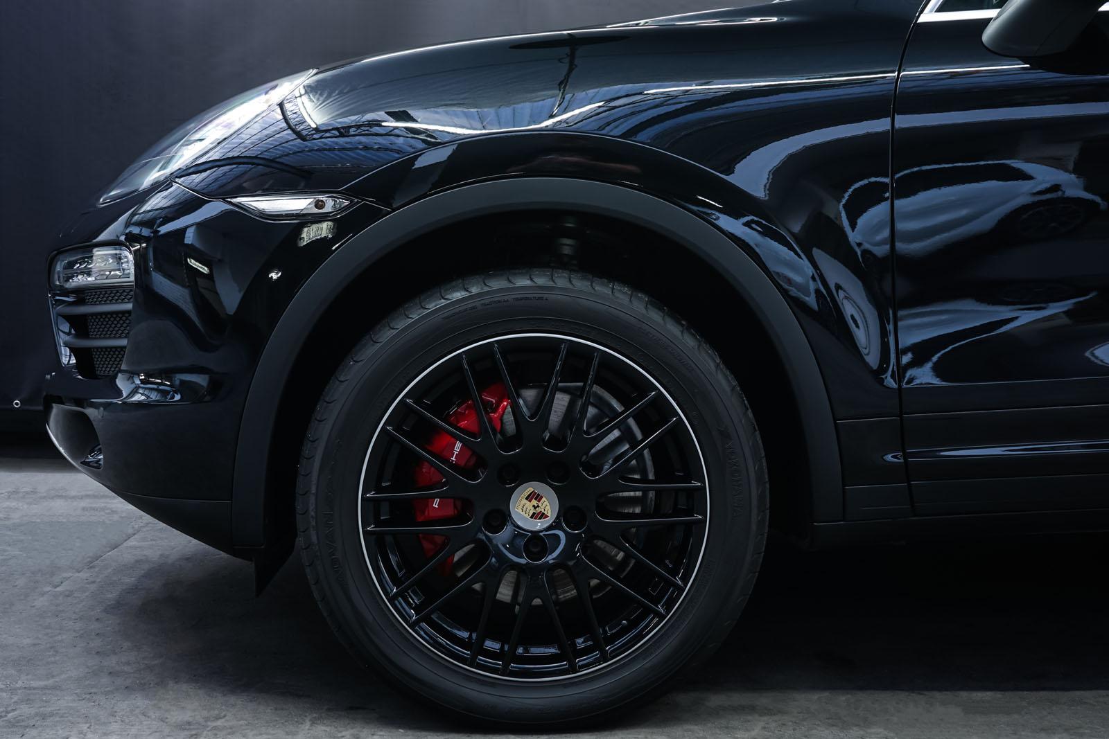 Porsche_CayenneS_Schwarz_Schwarz_POR-2086_3_w