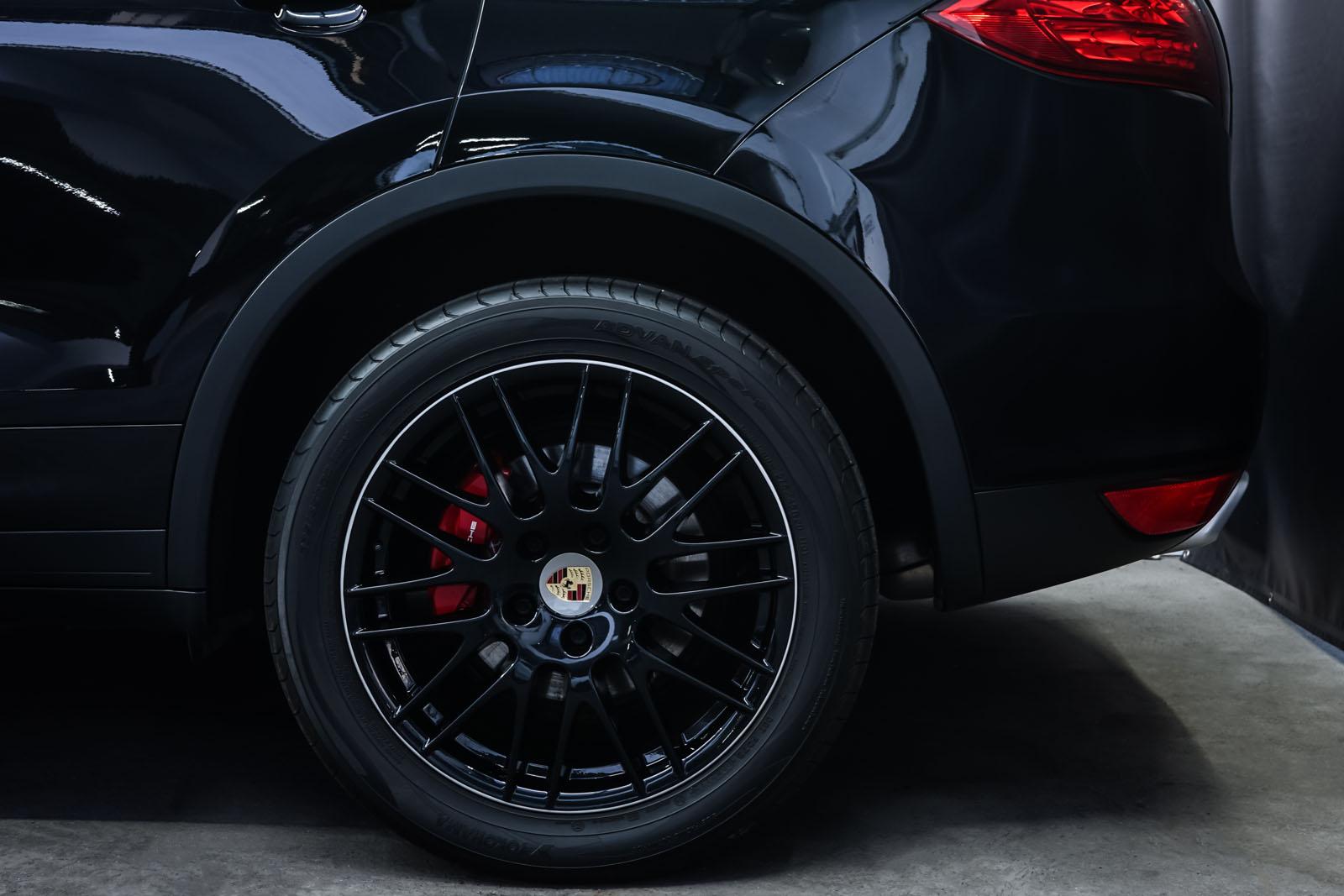 Porsche_CayenneS_Schwarz_Schwarz_POR-2086_4_w