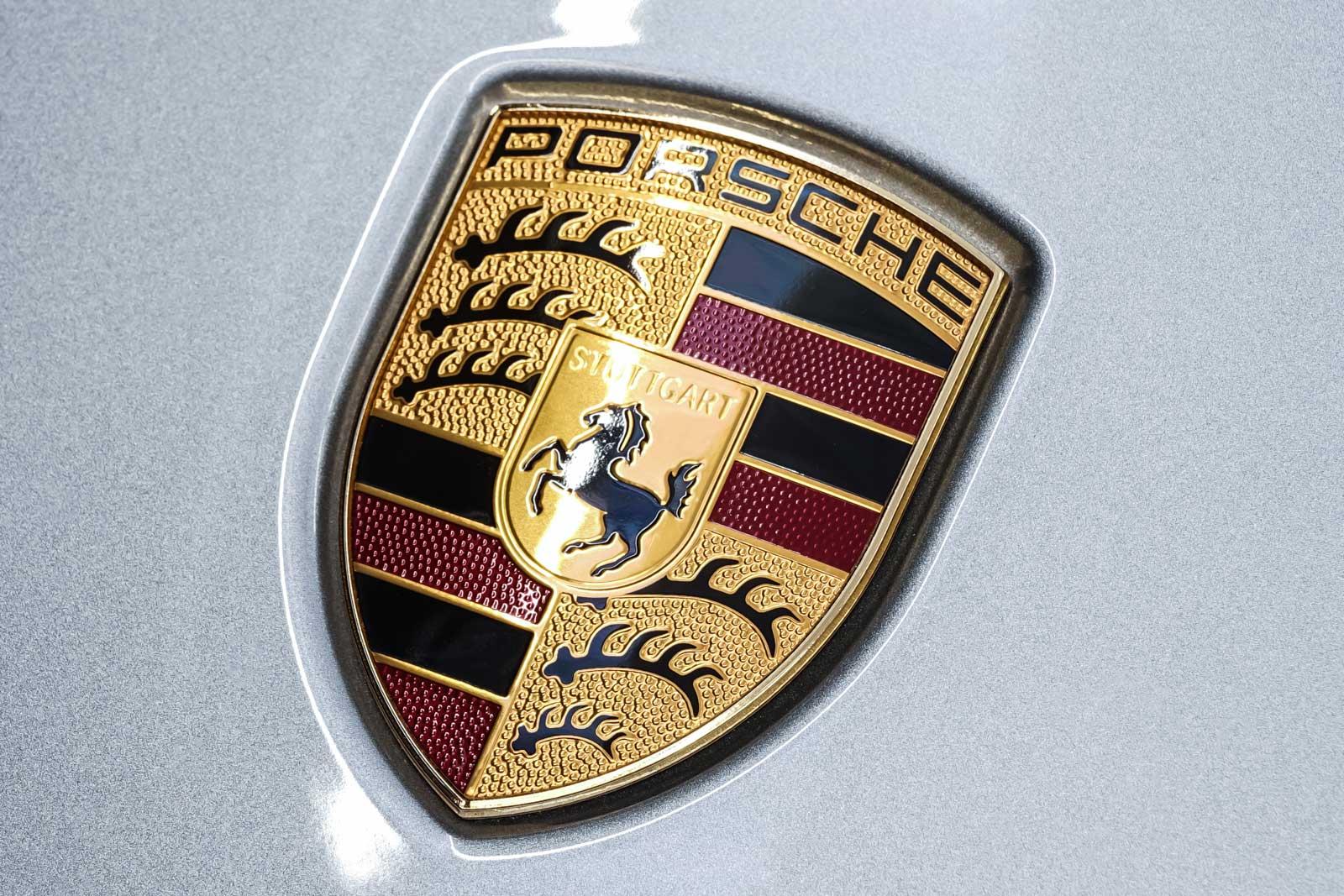 Porsche_718_Cayman_Silber_Schwarz_POR-0223_11_w