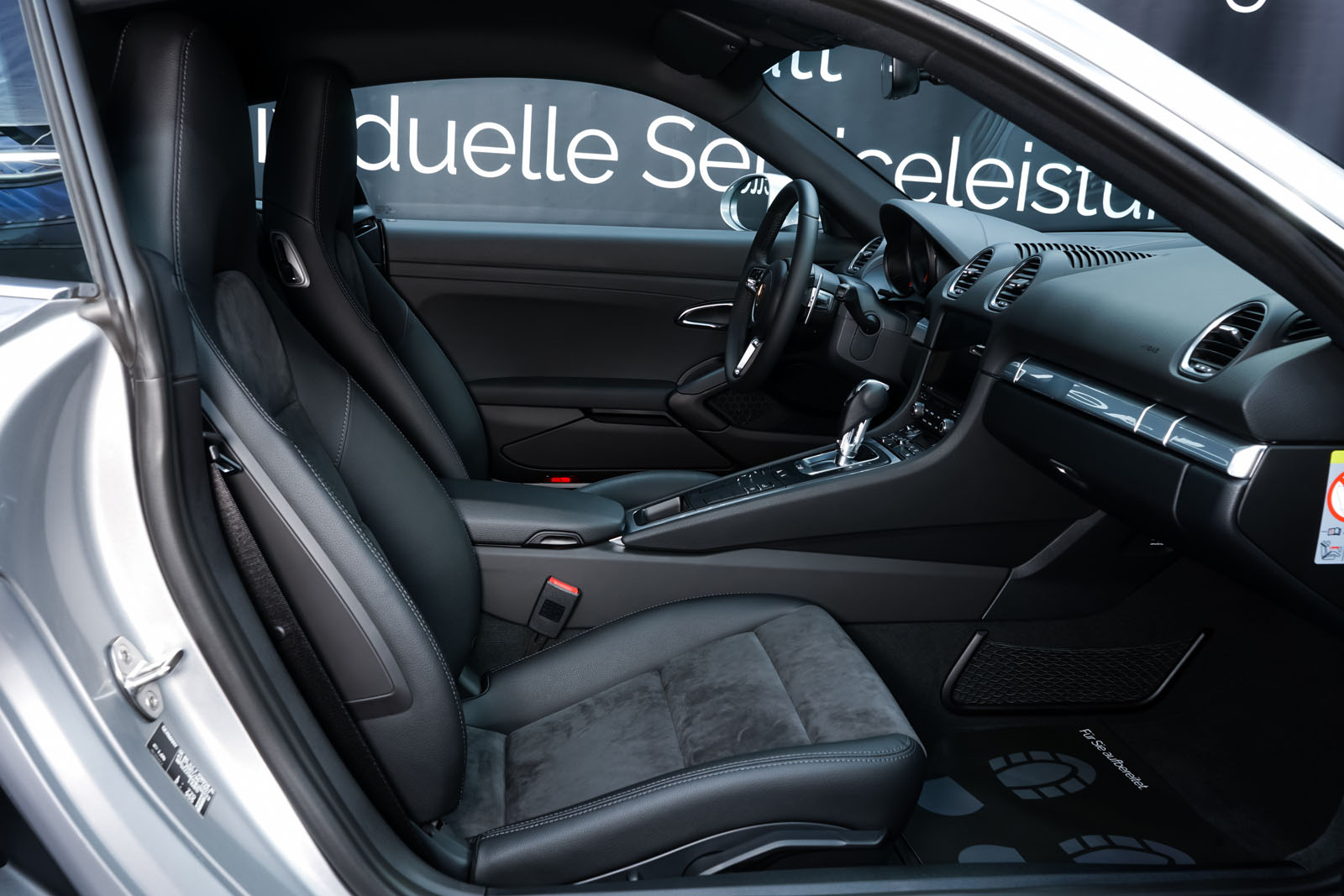Porsche_718_Cayman_Silber_Schwarz_POR-0223_15_w