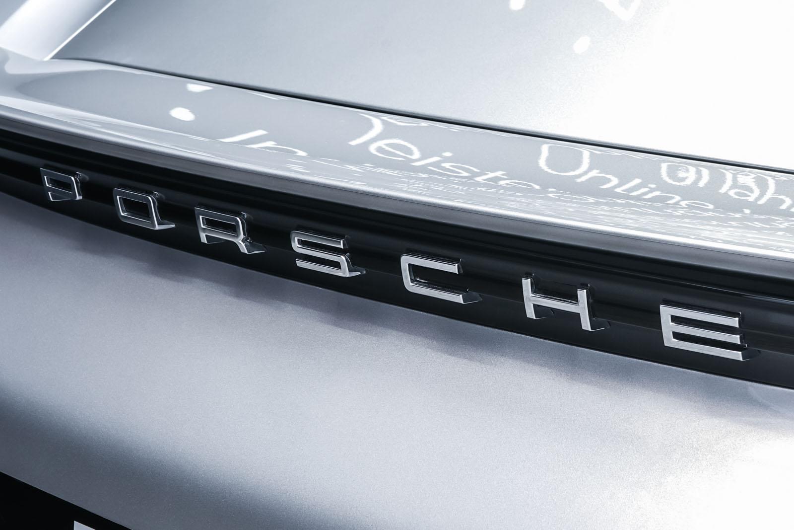 Porsche_718_Cayman_Silber_Schwarz_POR-0223_18_w