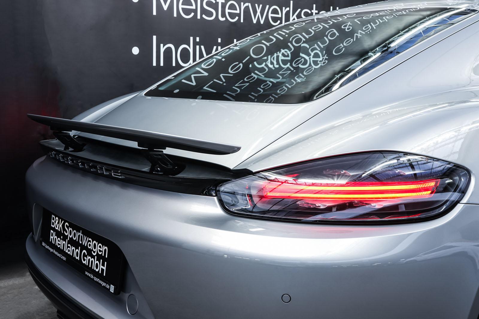 Porsche_718_Cayman_Silber_Schwarz_POR-0223_19_w