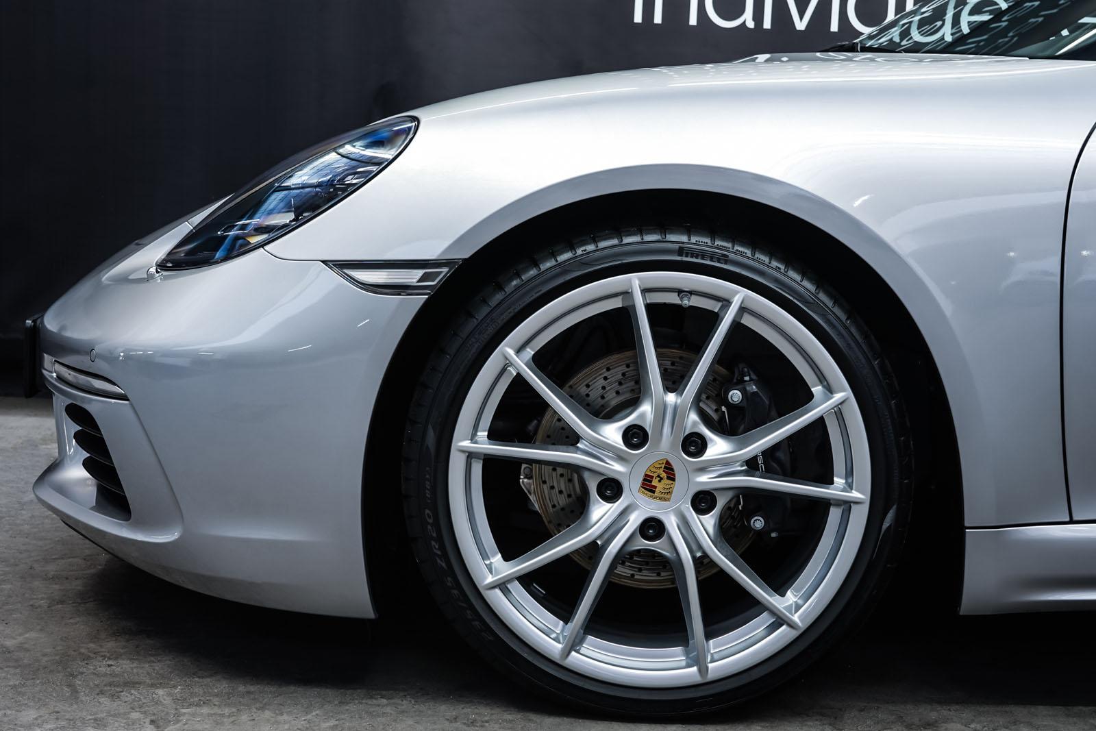 Porsche_718_Cayman_Silber_Schwarz_POR-0223_3_w