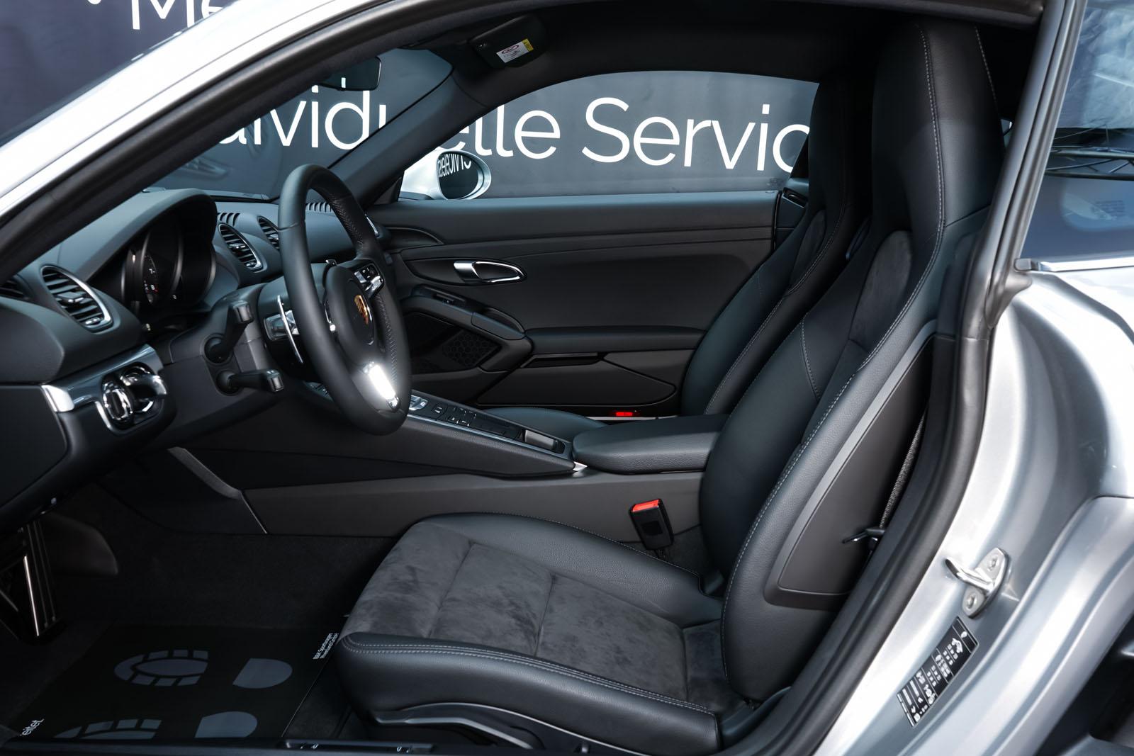 Porsche_718_Cayman_Silber_Schwarz_POR-0223_6_w