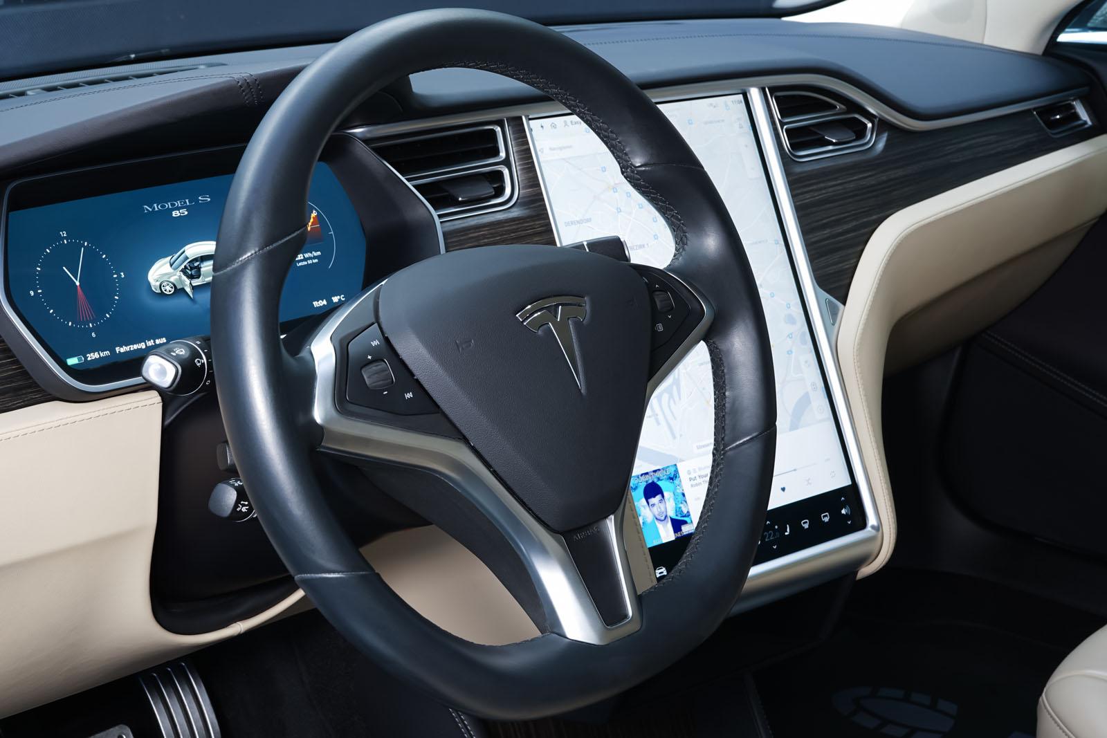 Tesla_ModelS85D_TitaniumMetallic_Beige_Tes-2897_10_w