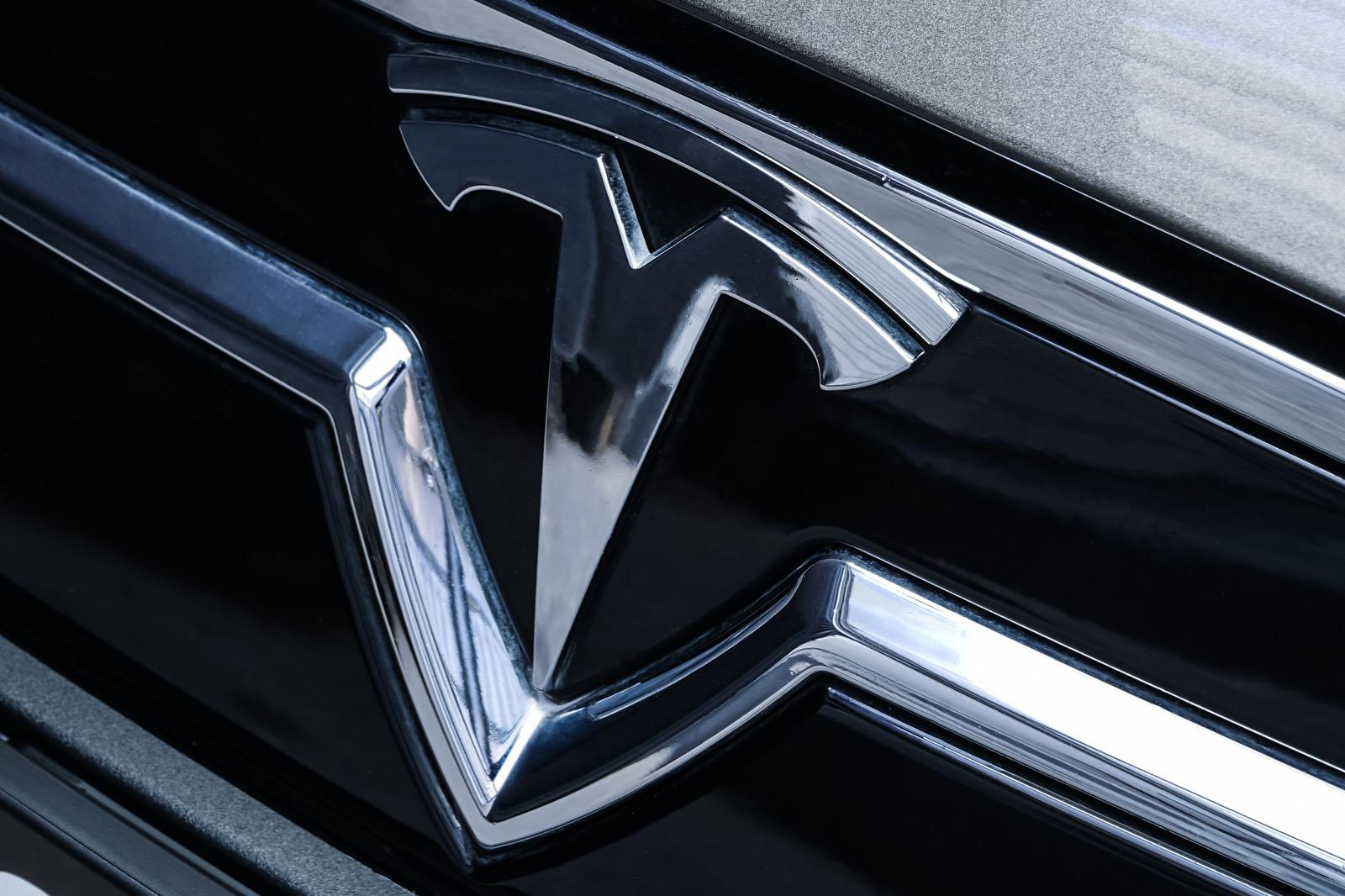 Tesla_ModelS85D_TitaniumMetallic_Beige_Tes-2897_12_w