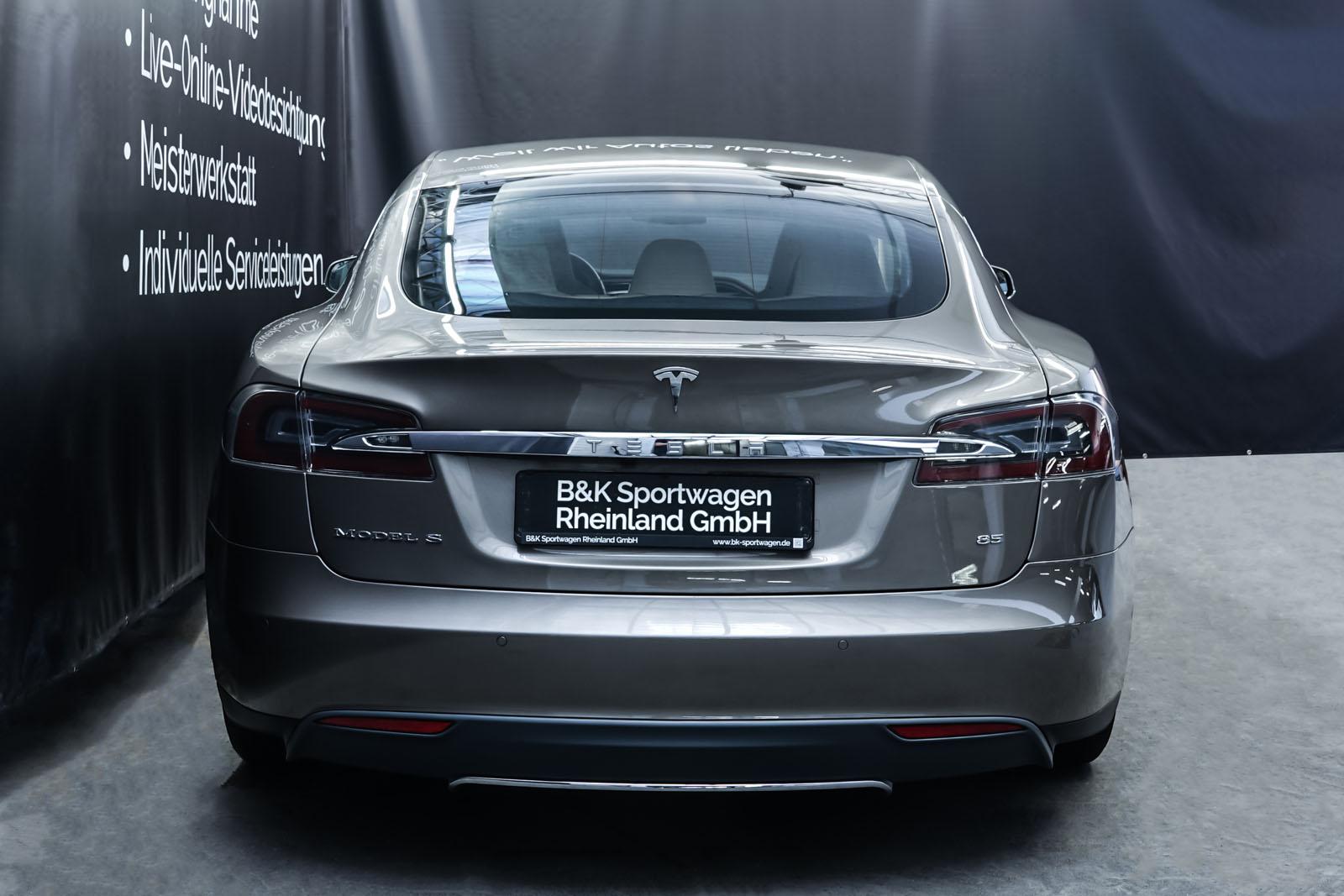 Tesla_ModelS85D_TitaniumMetallic_Beige_Tes-2897_13_w