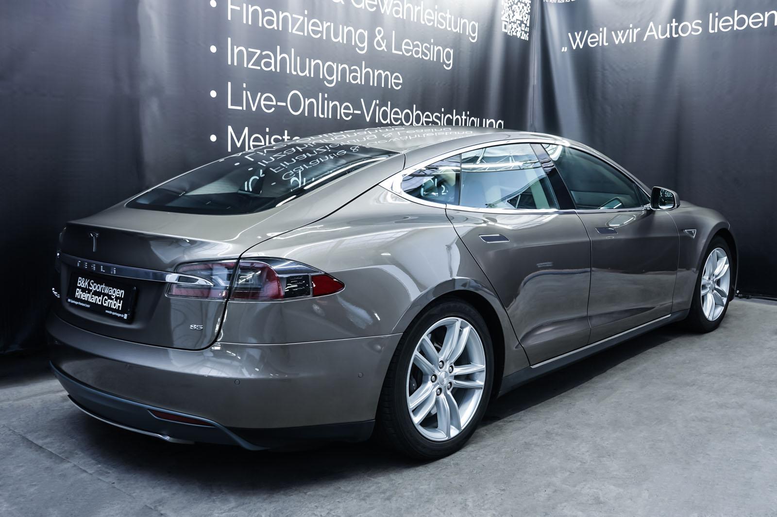 Tesla_ModelS85D_TitaniumMetallic_Beige_Tes-2897_14_w