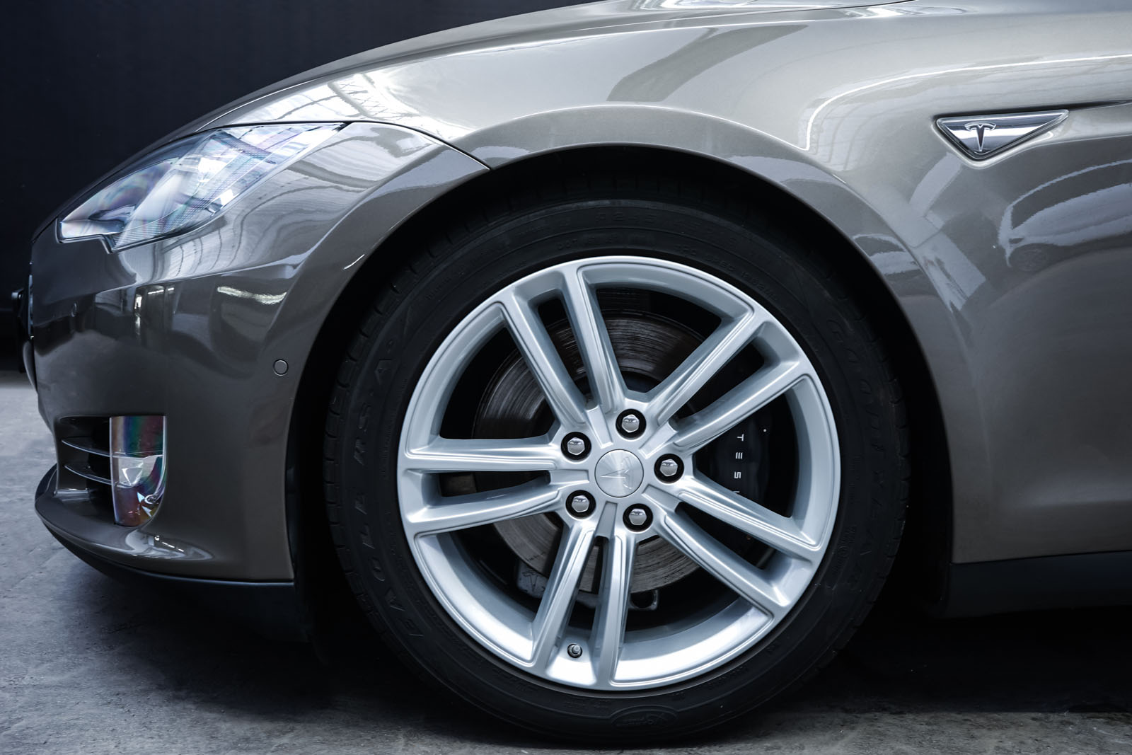 Tesla_ModelS85D_TitaniumMetallic_Beige_Tes-2897_3_w