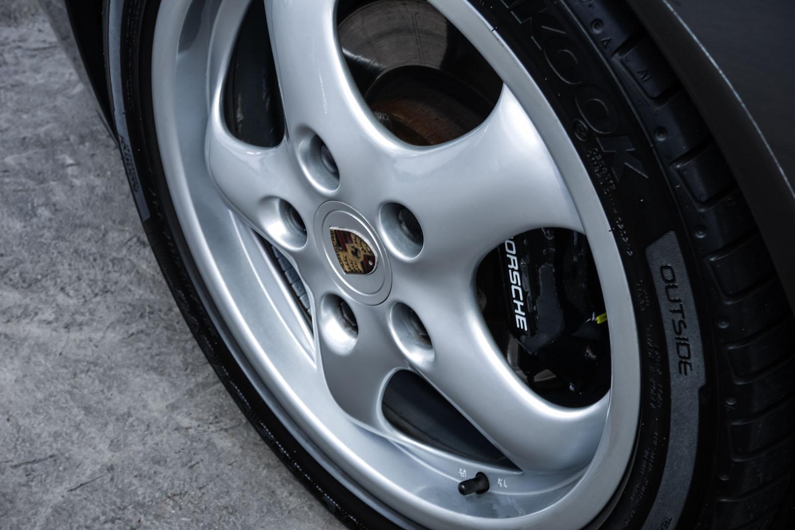 Porsche_986_Targa_Grau_Pink_POR-1092_10_w