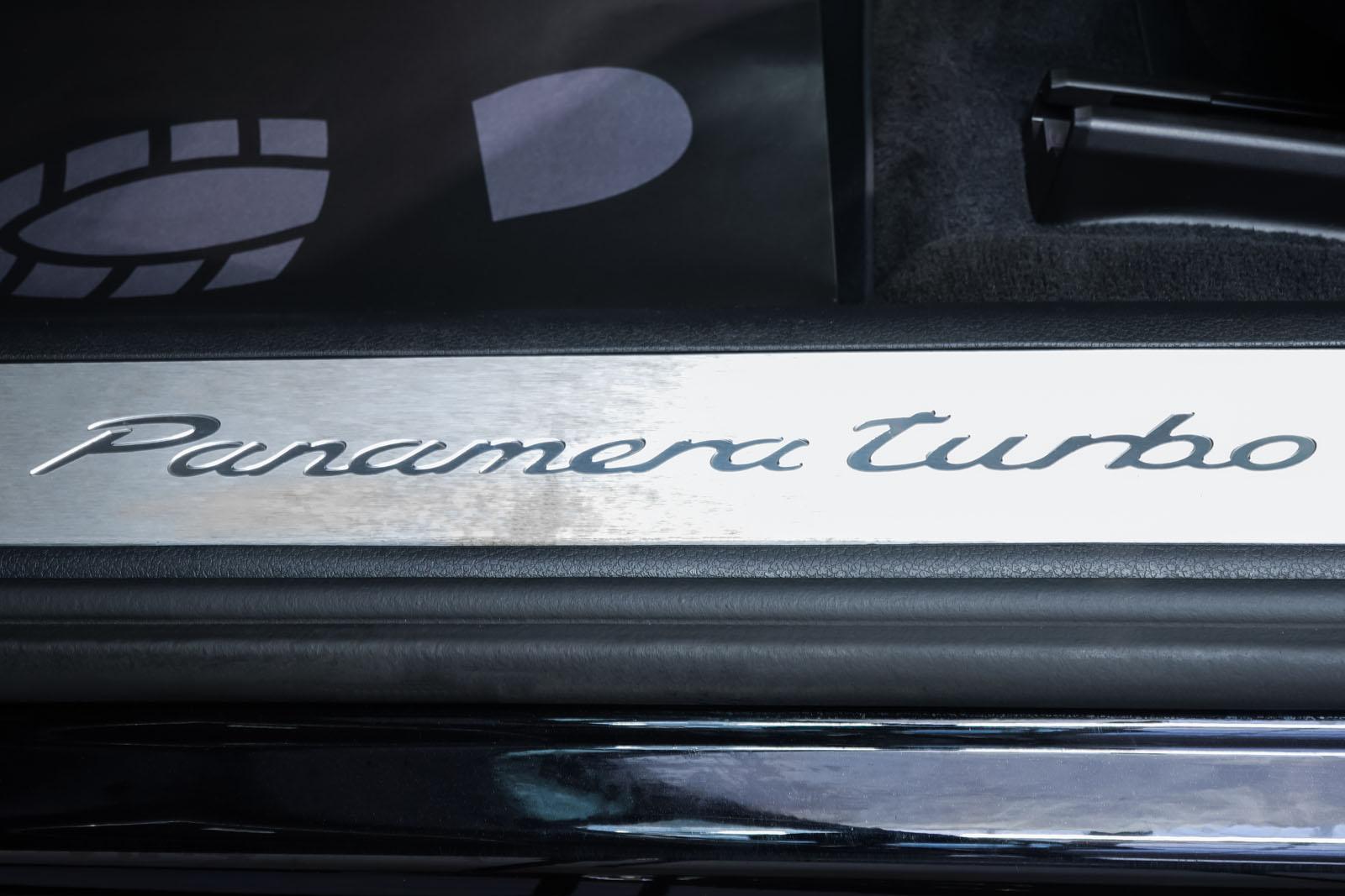 Porsche_Panamera_SportTurismo_Turbo_Schwarz_Schwarz_POR-5145_10_w