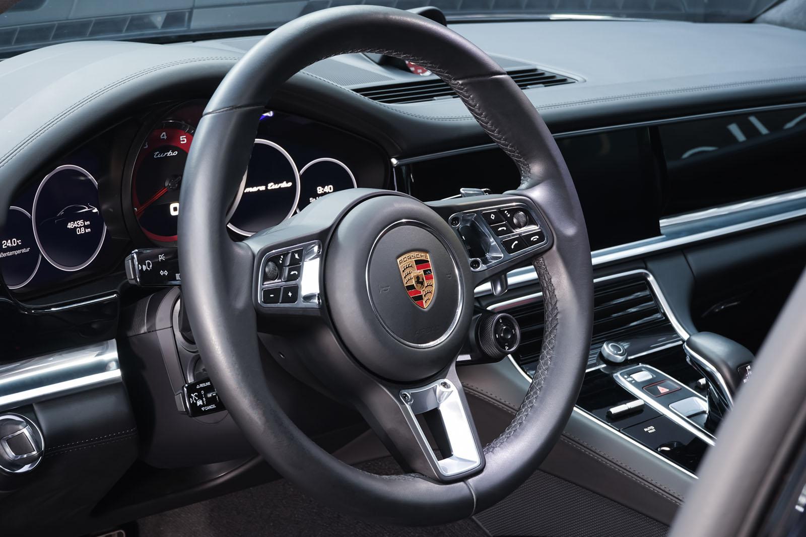 Porsche_Panamera_SportTurismo_Turbo_Schwarz_Schwarz_POR-5145_12_w
