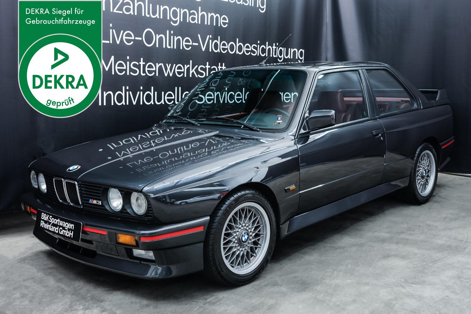 BMW_E30_M3_Grau_Rot_BMW-3510_Plakette_w