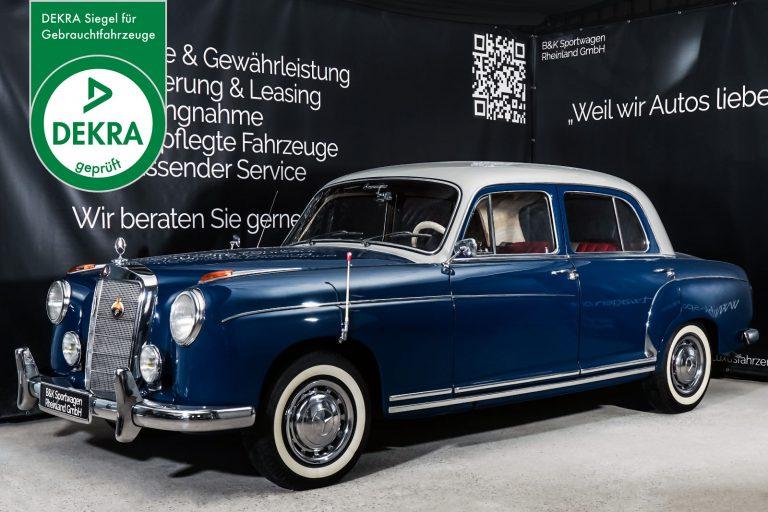Mercedes-Benz_S220_Blau_Rot_MB-8994_Plakette_w