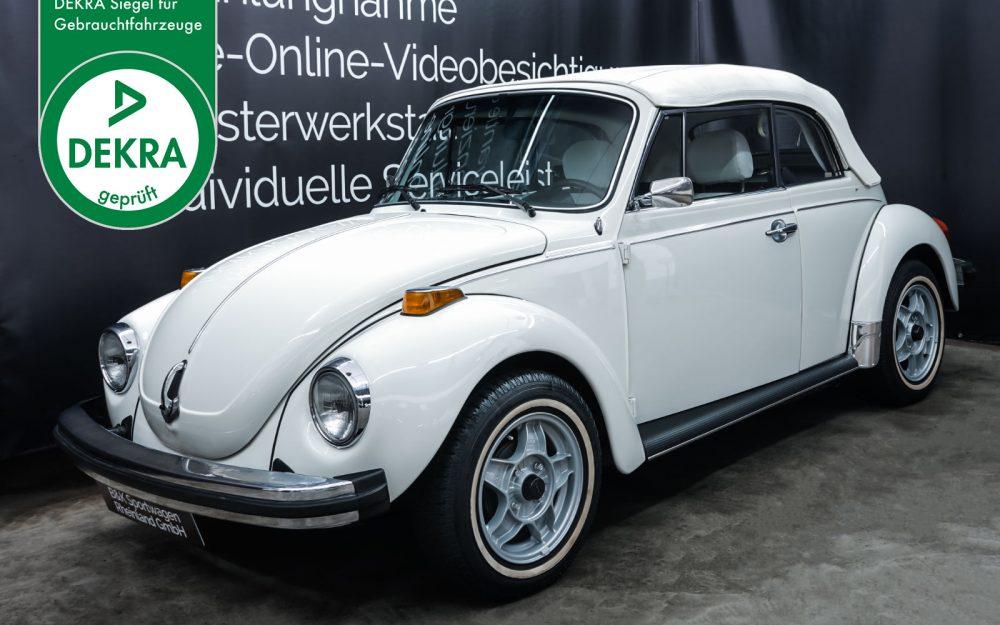 VW_Käfer_Cabrio_Weiß_Weiß_VW-3481_Plakette_w