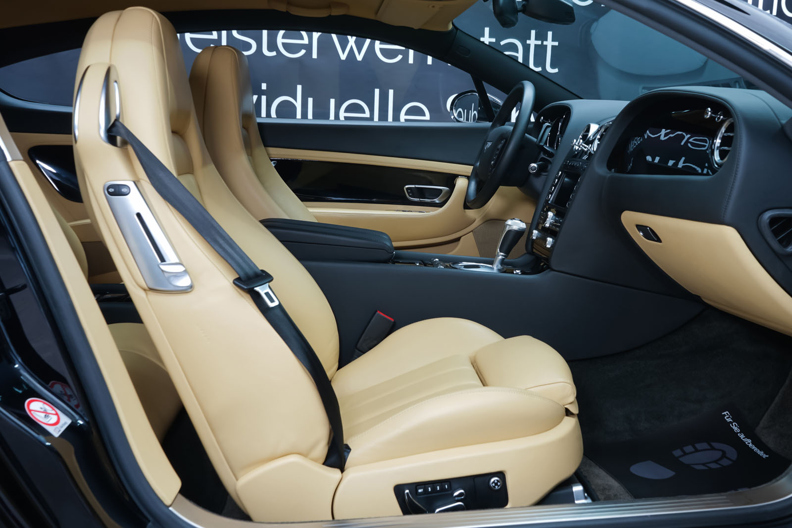 Bentley_Continental_GT_Schwarz_Beige_BEN-1159_15_w