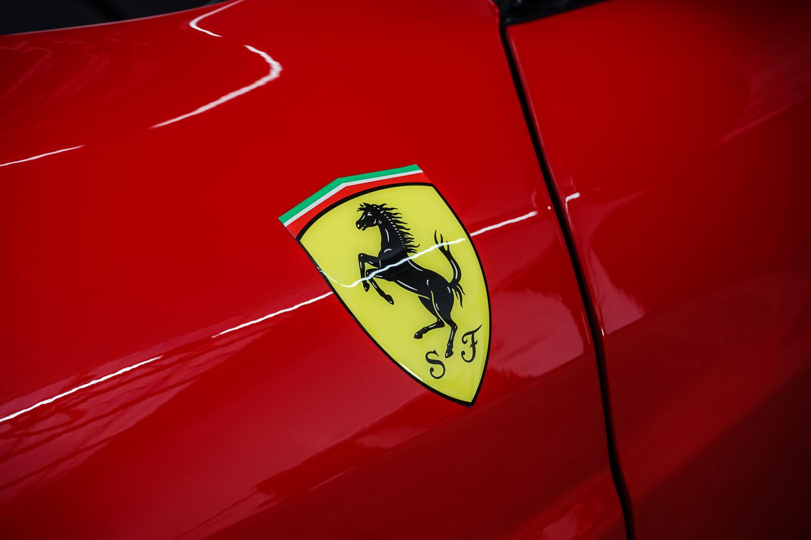 Ferrari_360_Modena_Rot_Schwarz_FER-4576_12_w