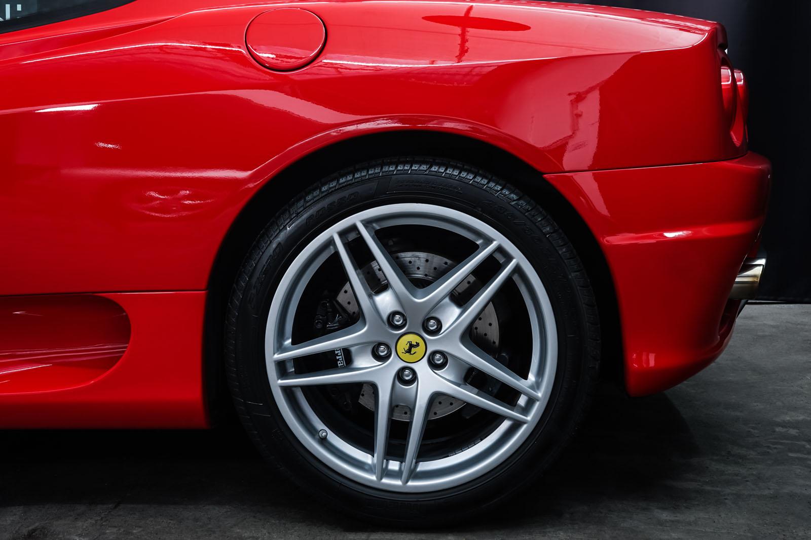 Ferrari_360_Modena_Rot_Schwarz_FER-4576_4_w
