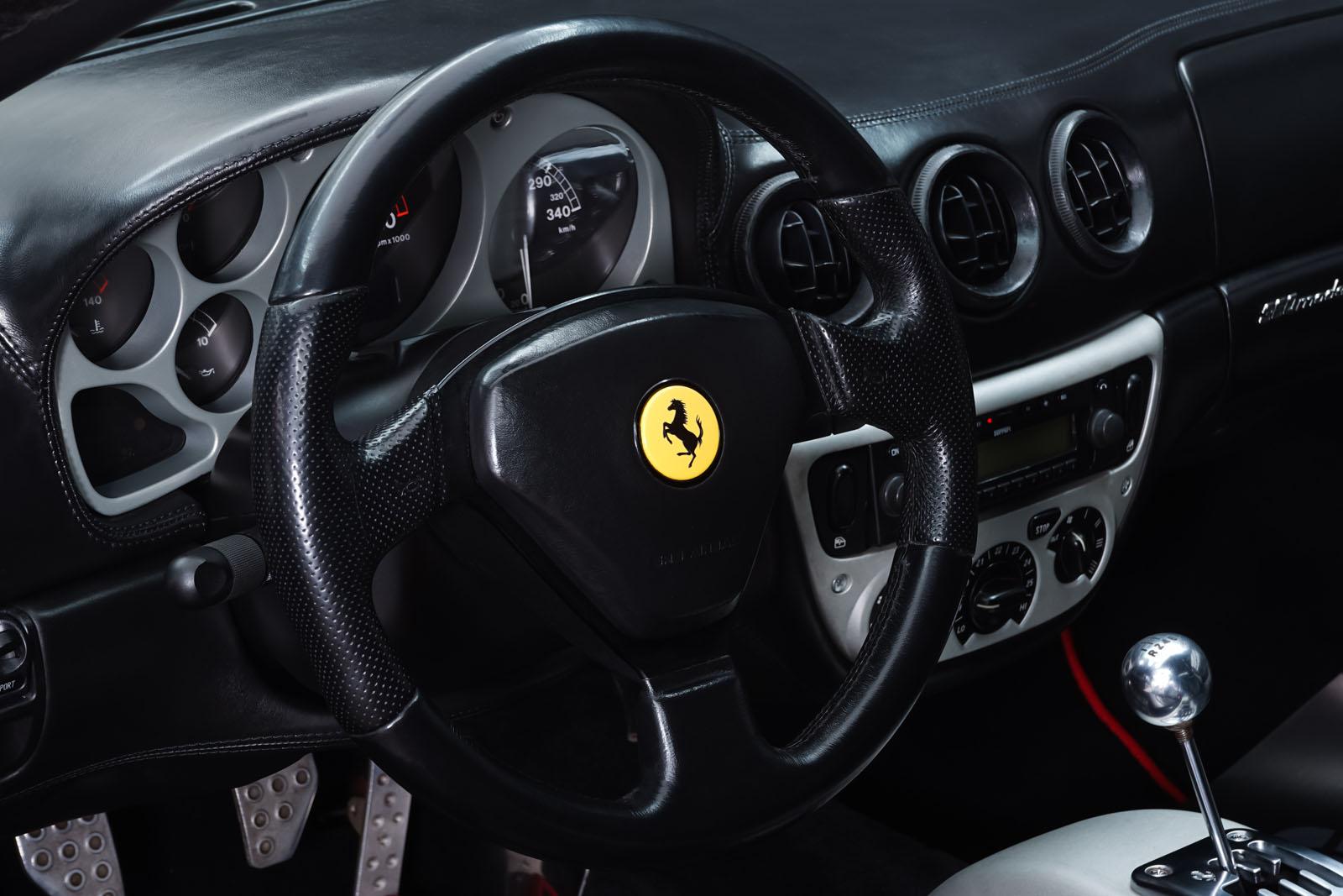 Ferrari_360_Modena_Rot_Schwarz_FER-4576_6_w