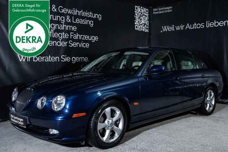 Jaguar_S-Type_3.0_V6_Sport_SaphireBlue_Beige_JAG-7319_Plakette_w