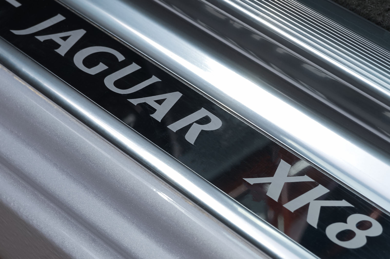 Jaguar_XK8_4.0_Silber_Schwarz_JAG-9731_10_w