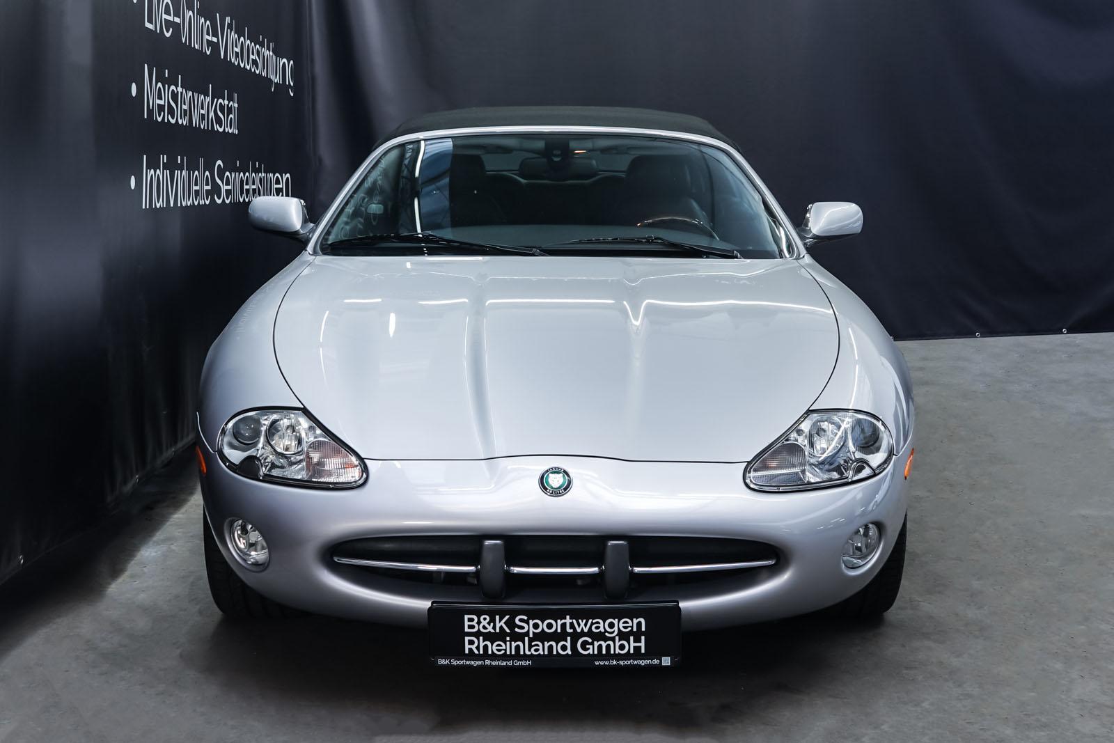 Jaguar_XK8_4.0_Silber_Schwarz_JAG-9731_1_w