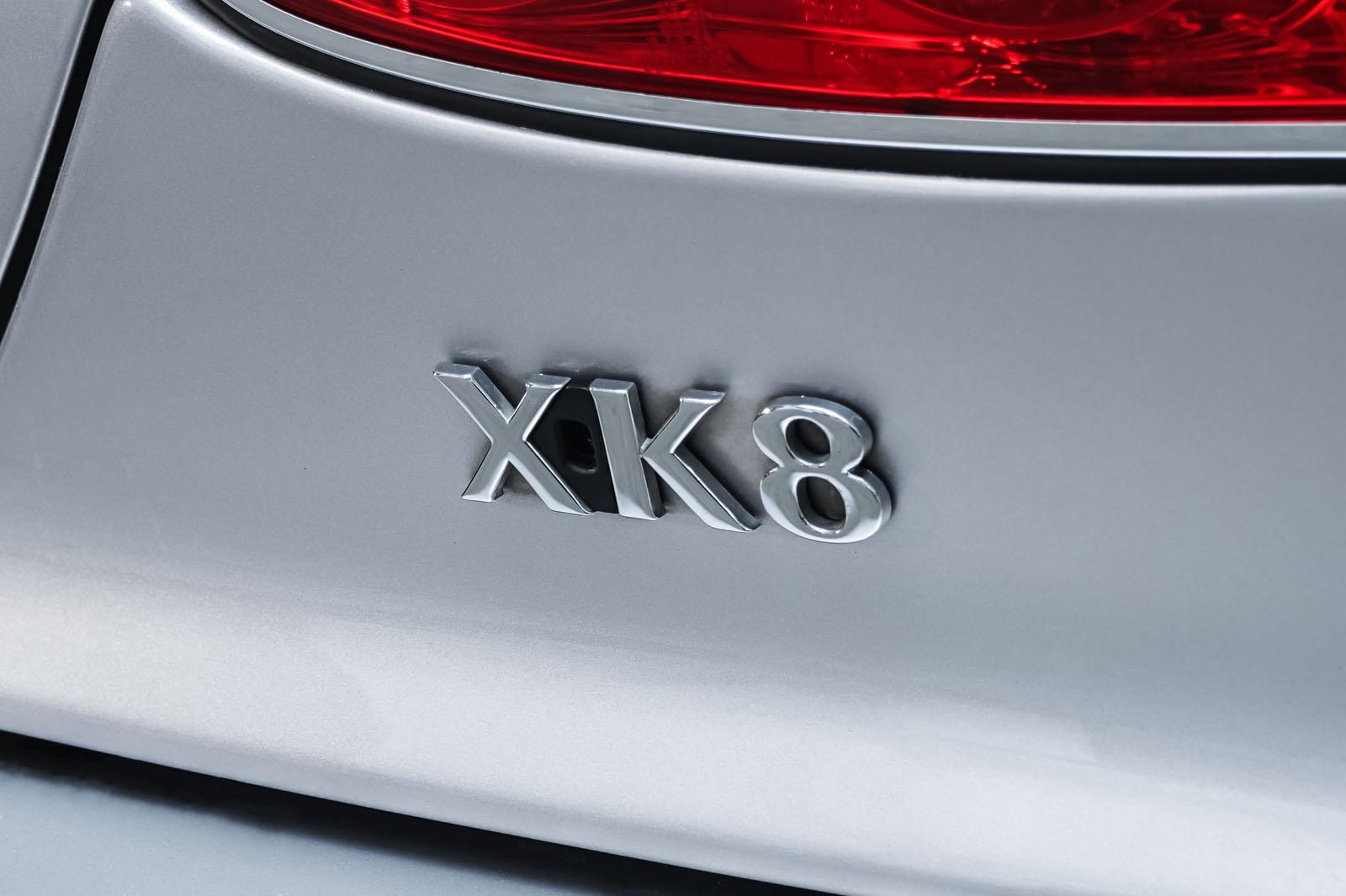 Jaguar_XK8_4.0_Silber_Schwarz_JAG-9731_23_w