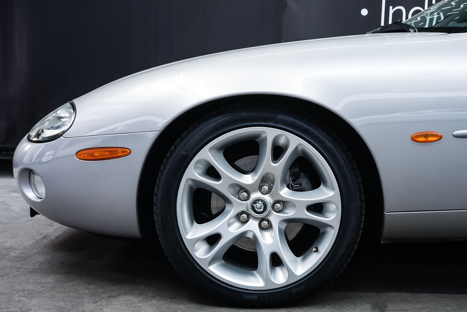 Jaguar_XK8_4.0_Silber_Schwarz_JAG-9731_3_w