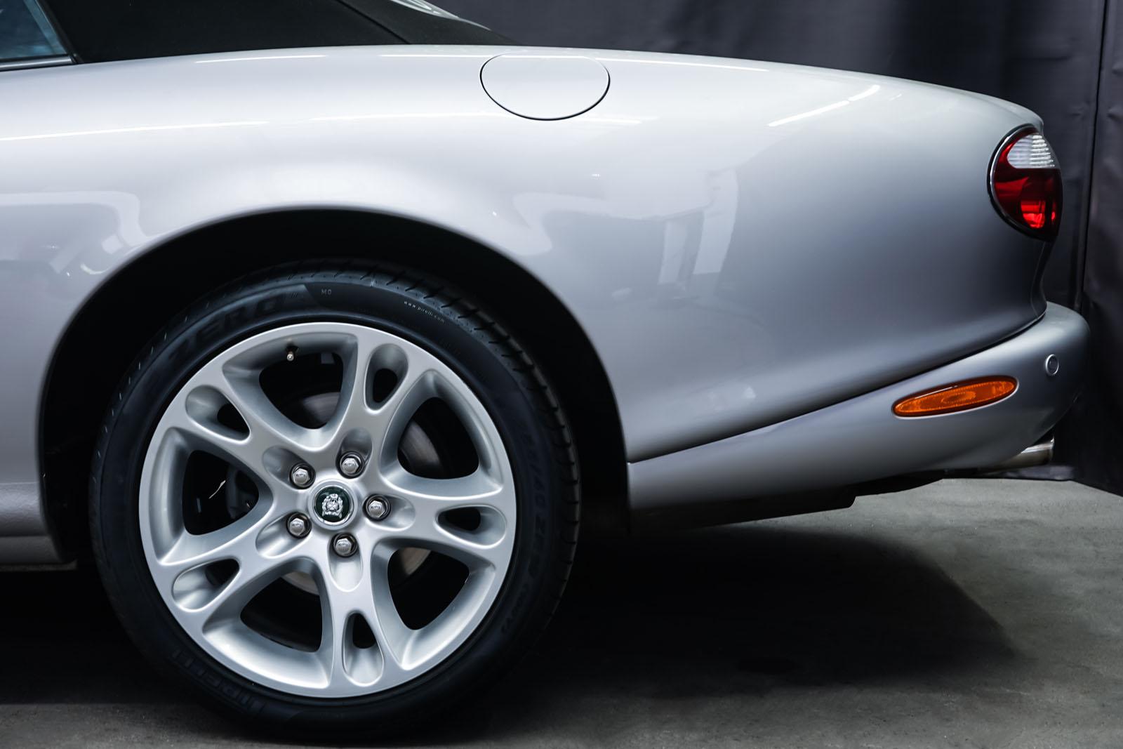 Jaguar_XK8_4.0_Silber_Schwarz_JAG-9731_4_w