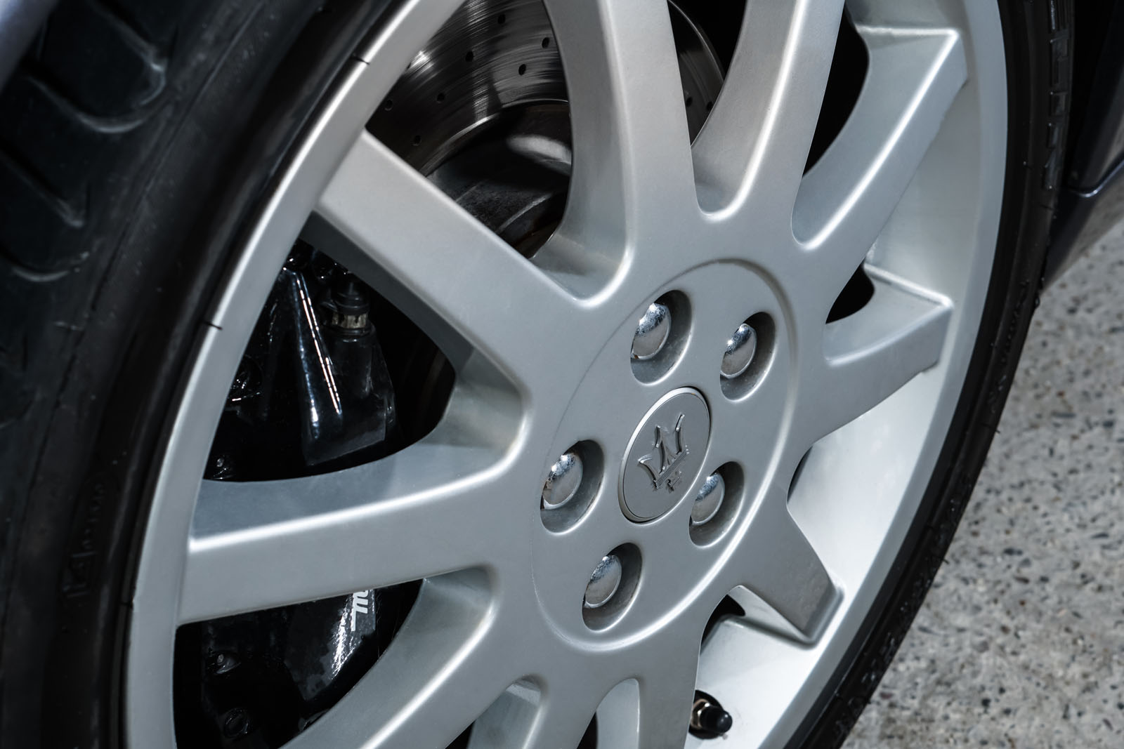 Maserati_3200_GTA_Grau_Beige_MAS-0874_11_w