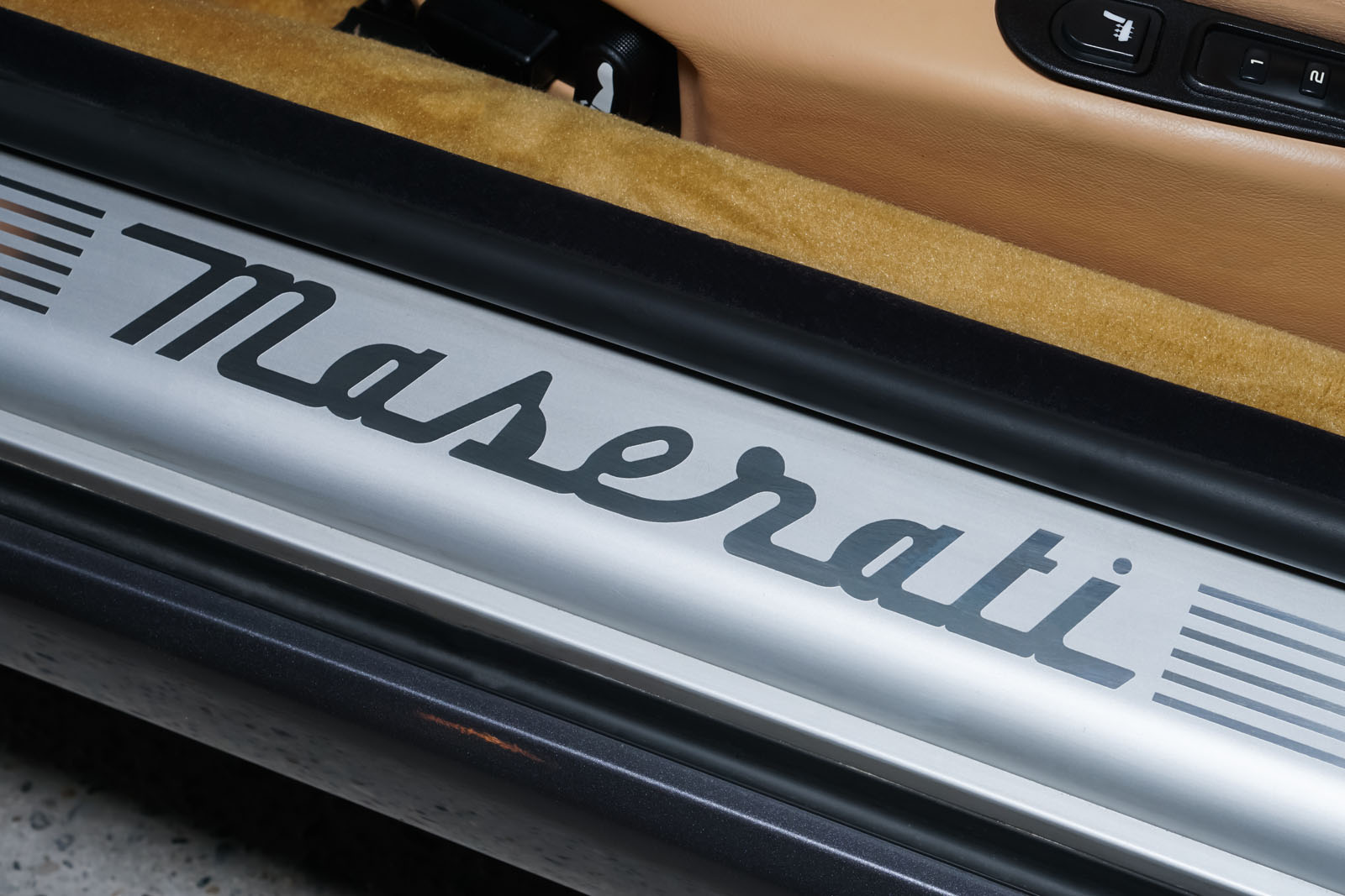Maserati_3200_GTA_Grau_Beige_MAS-0874_9_w