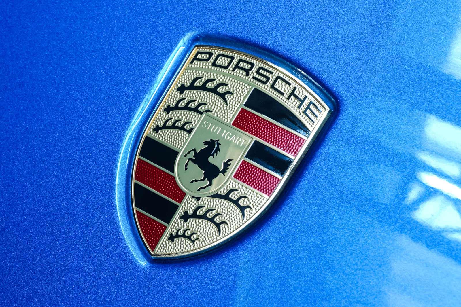Porsche_Macan_Turbo_Blau_Weiß_POR-2038_15_w