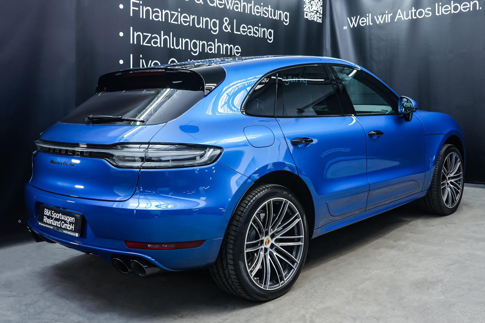 Porsche_Macan_Turbo_Blau_Weiß_POR-2038_17_w