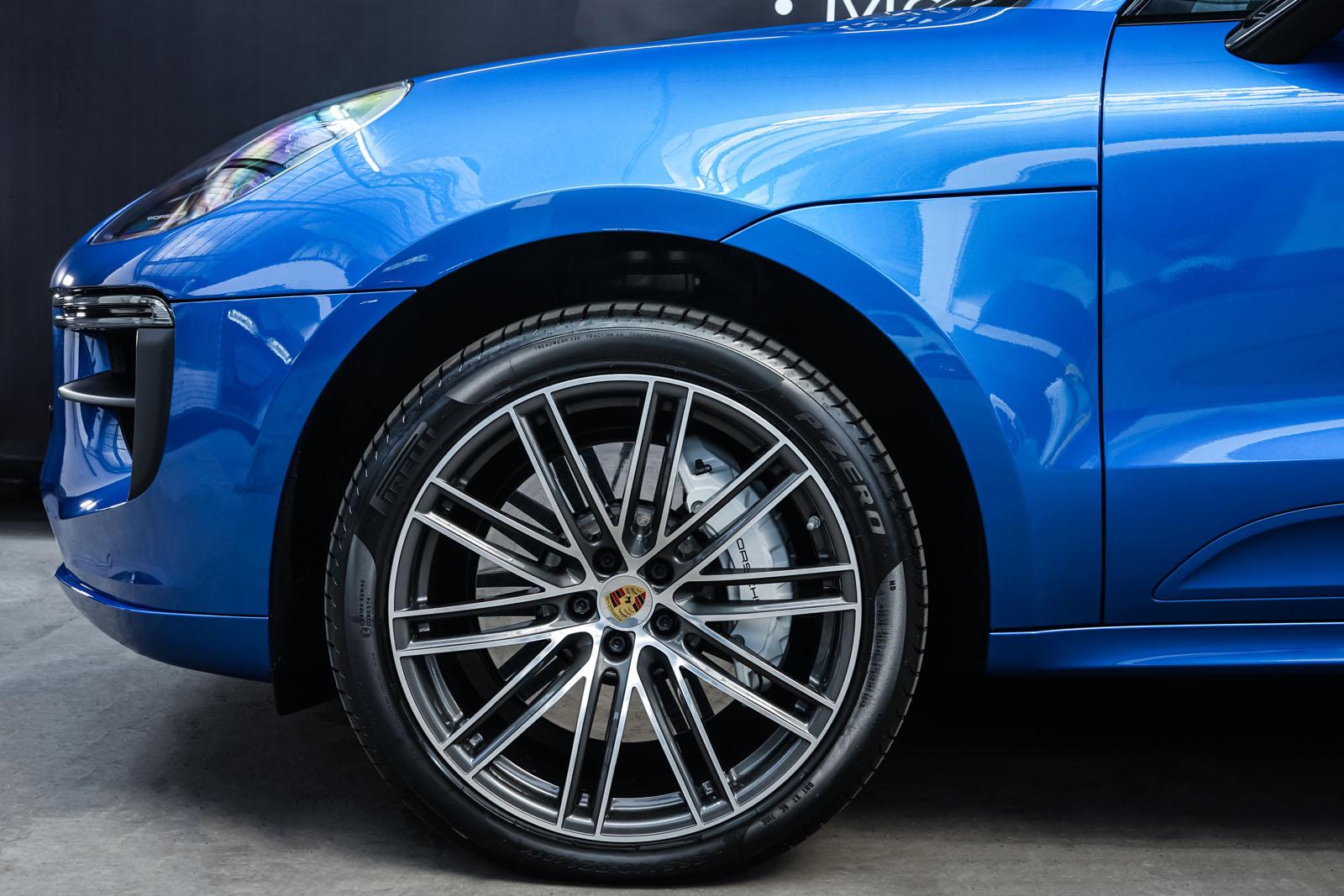 Porsche_Macan_Turbo_Blau_Weiß_POR-2038_3_w