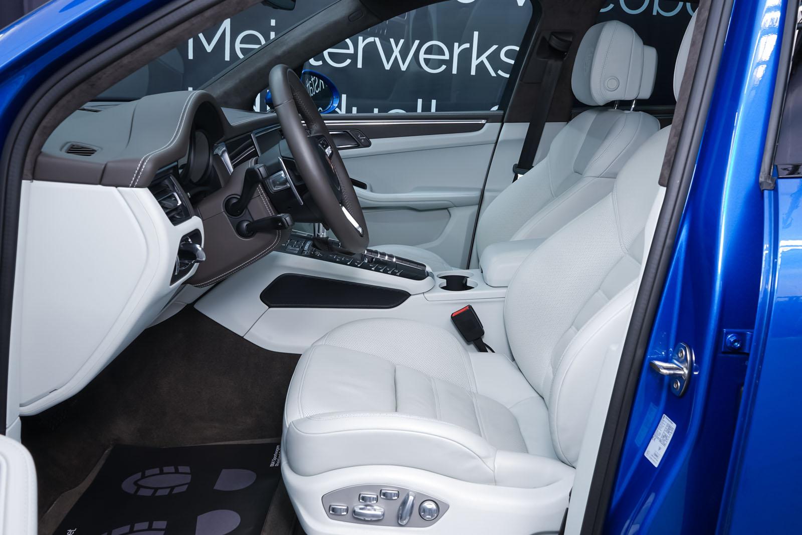 Porsche_Macan_Turbo_Blau_Weiß_POR-2038_7_w