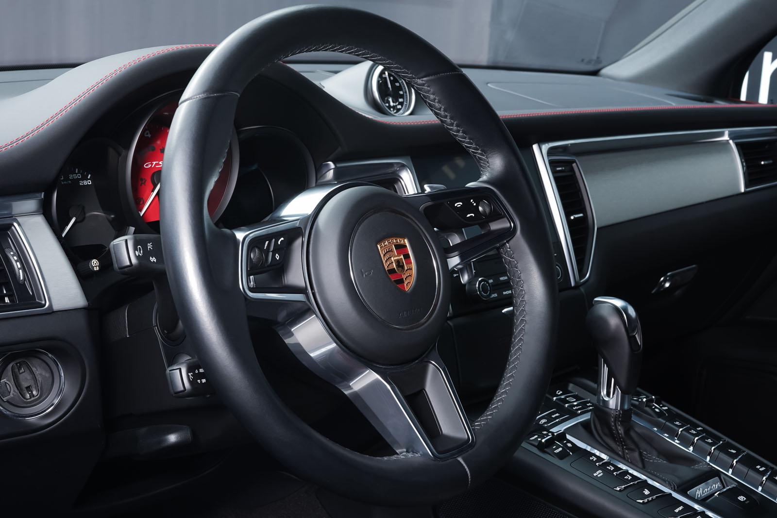 Porsche_Macan_GTS_Dunkelgrau_Schwarz_POR-8174_10_w