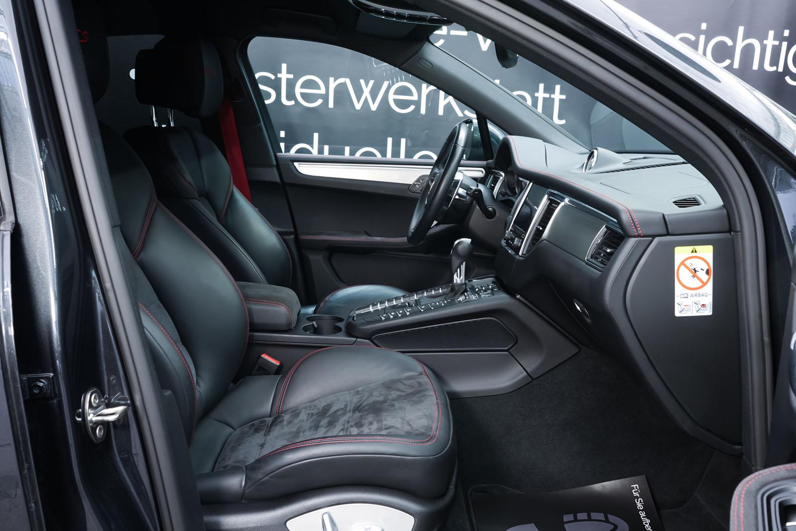 Porsche_Macan_GTS_Dunkelgrau_Schwarz_POR-8174_17_w