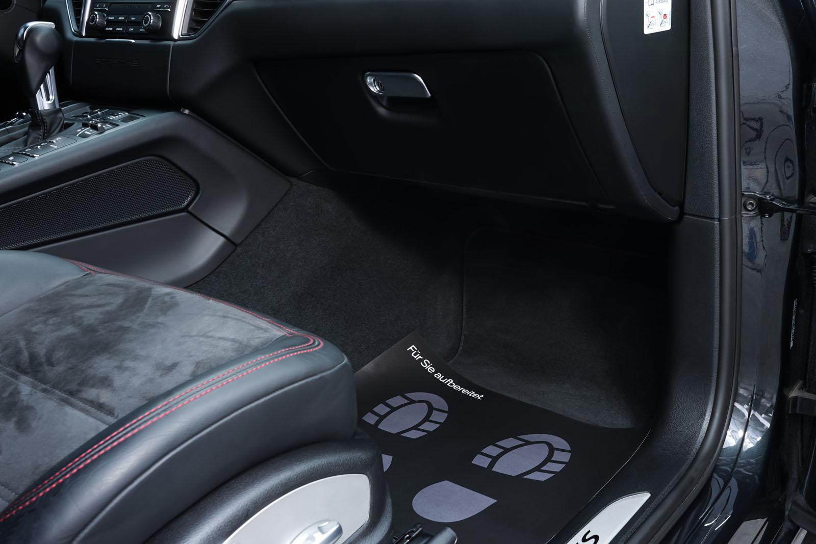 Porsche_Macan_GTS_Dunkelgrau_Schwarz_POR-8174_20_w