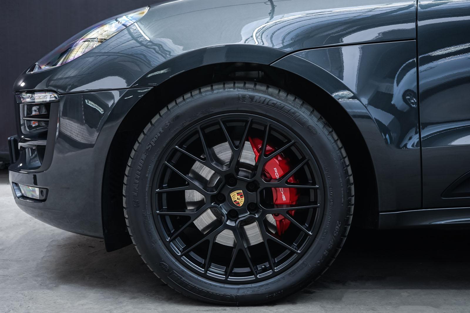 Porsche_Macan_GTS_Dunkelgrau_Schwarz_POR-8174_3_w