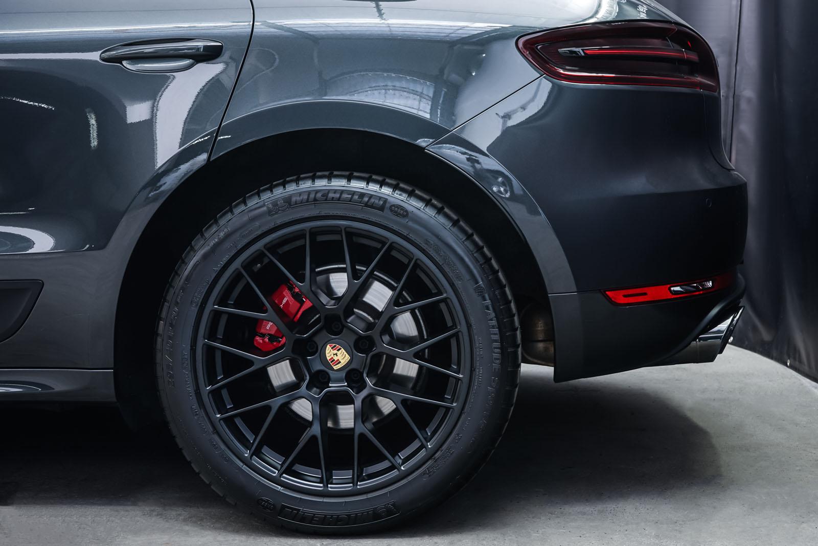Porsche_Macan_GTS_Dunkelgrau_Schwarz_POR-8174_4_w