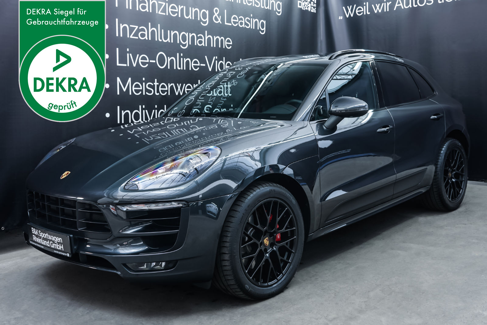 Porsche_Macan_GTS_Dunkelgrau_Schwarz_POR-8174_Plakette_w