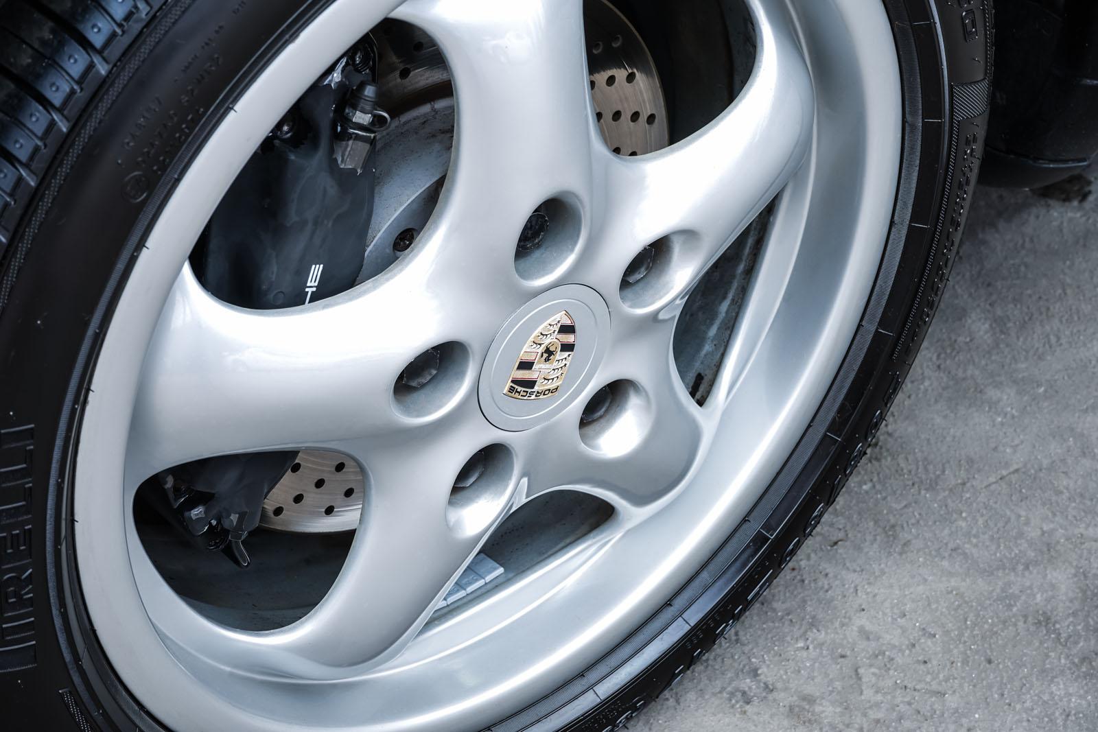 Porsche_993_C2_Cabrio_Black_Beige_POR-0137_11_w