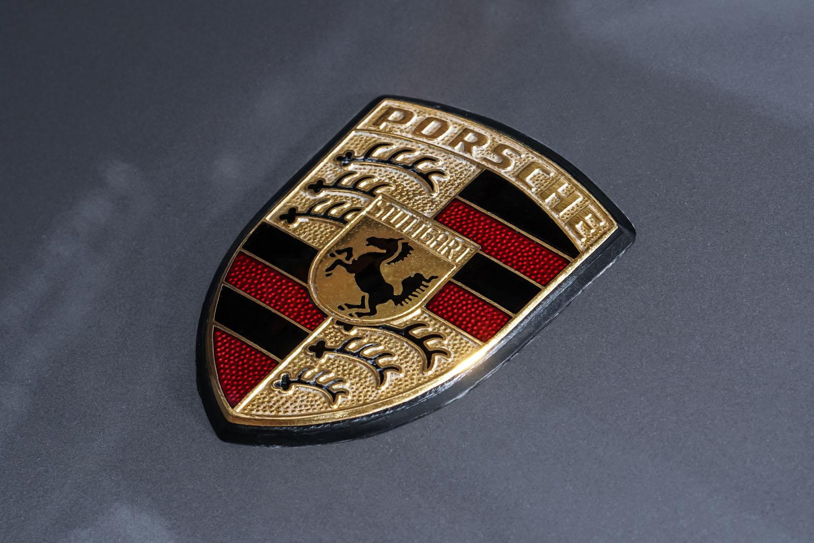 Porsche_928_Grey_Black_POR-0325_11_w