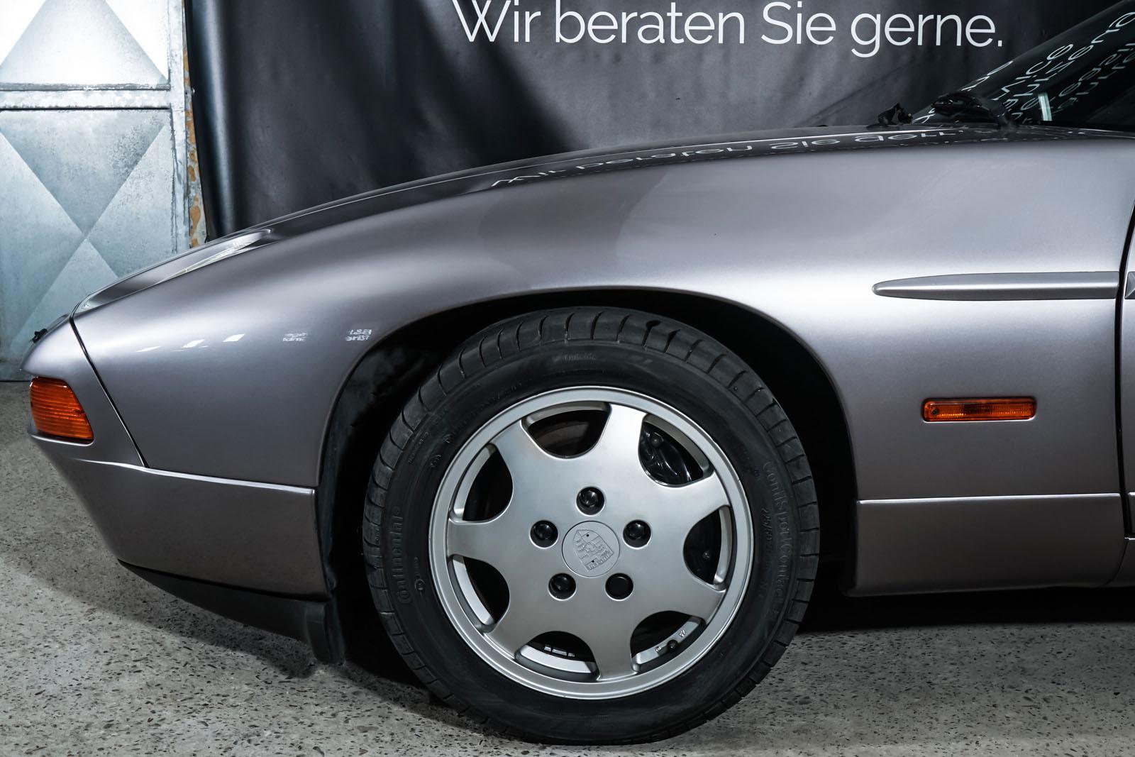 Porsche_928_Grey_Black_POR-0325_3_w