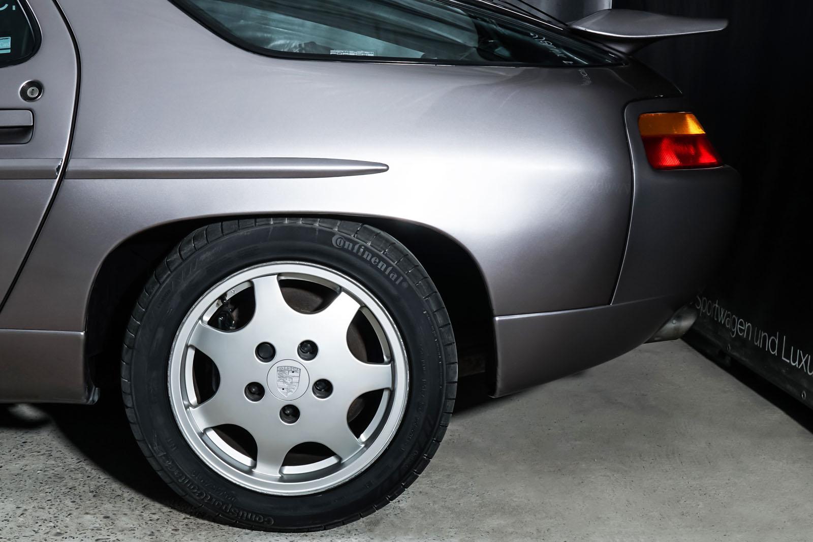 Porsche_928_Grey_Black_POR-0325_4_w