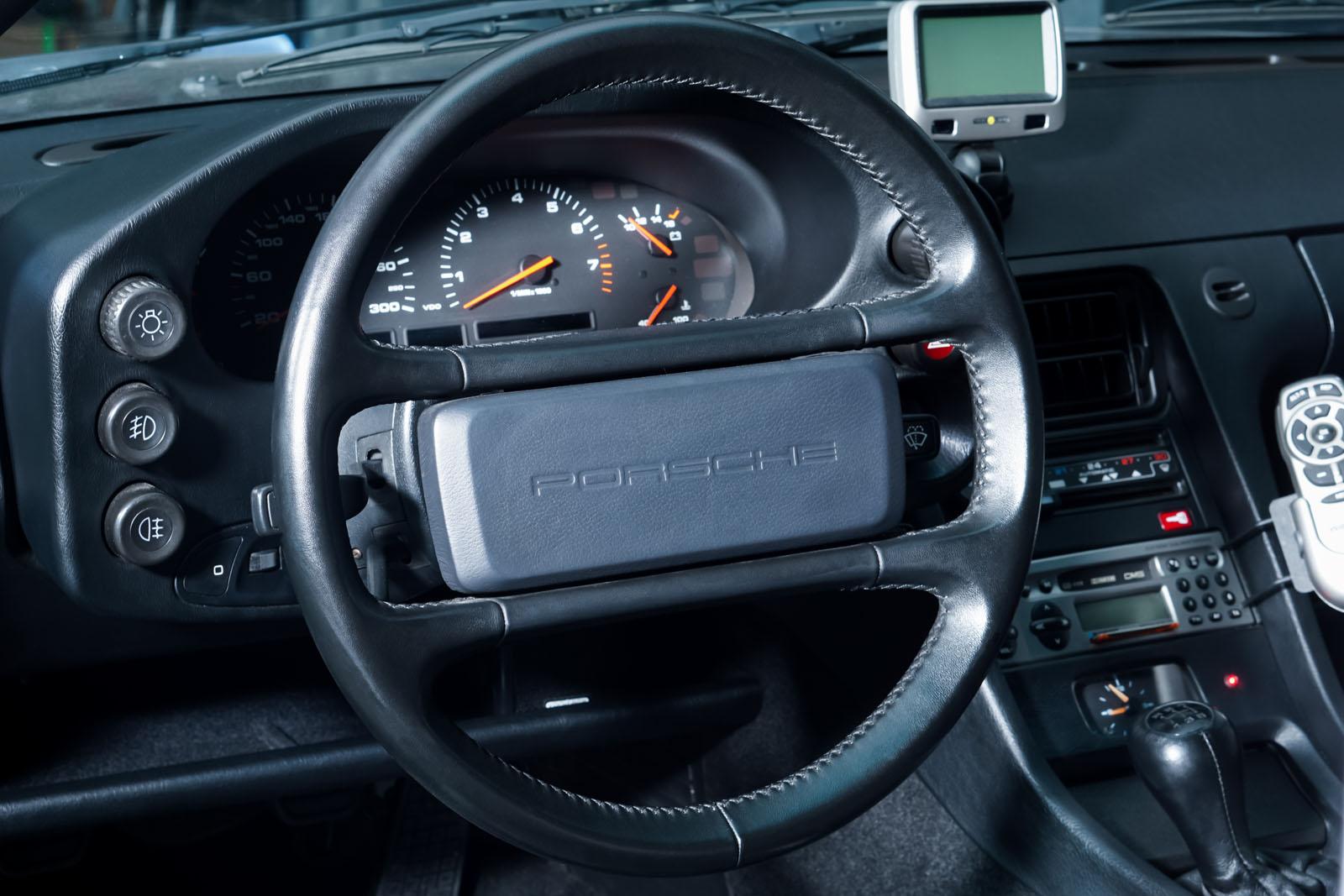 Porsche_928_Grey_Black_POR-0325_9_w