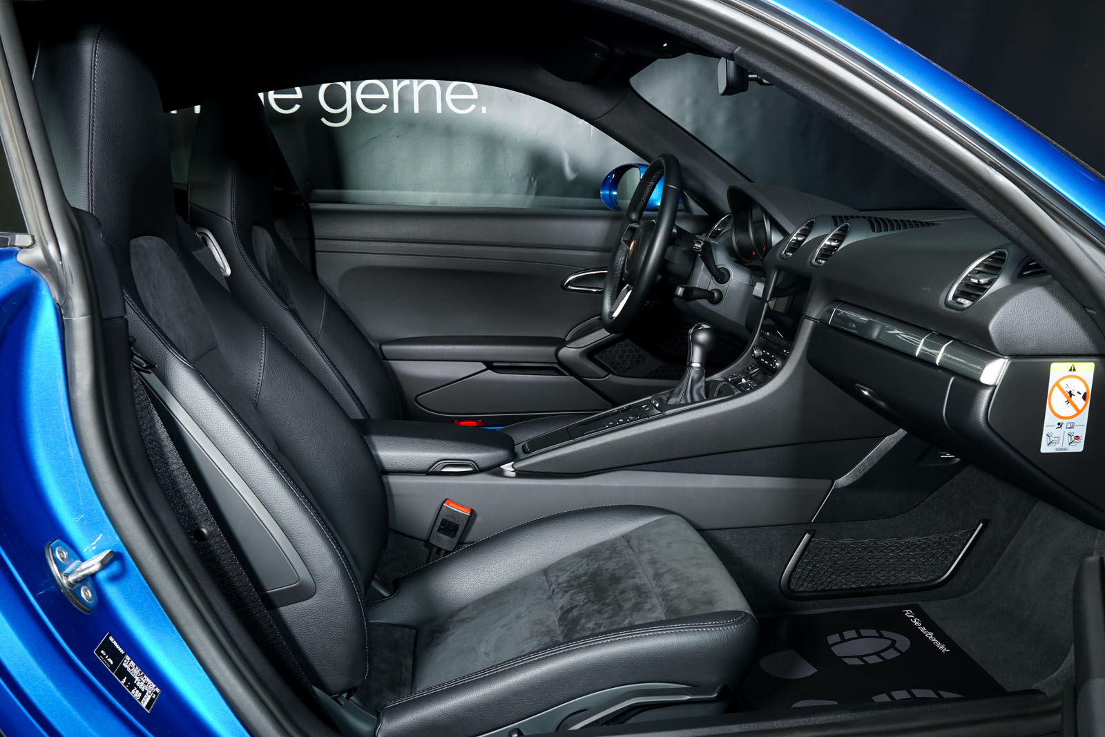 Porsche_Cayman_Blau_Schwarz_POR-0613_17_w