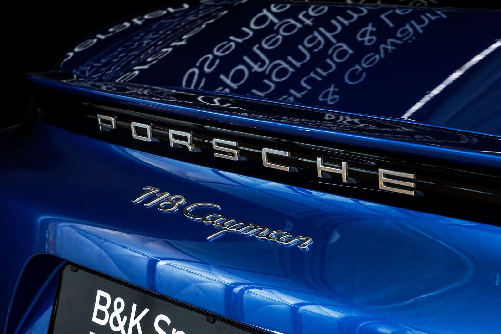 Porsche_Cayman_Blau_Schwarz_POR-0613_18_w