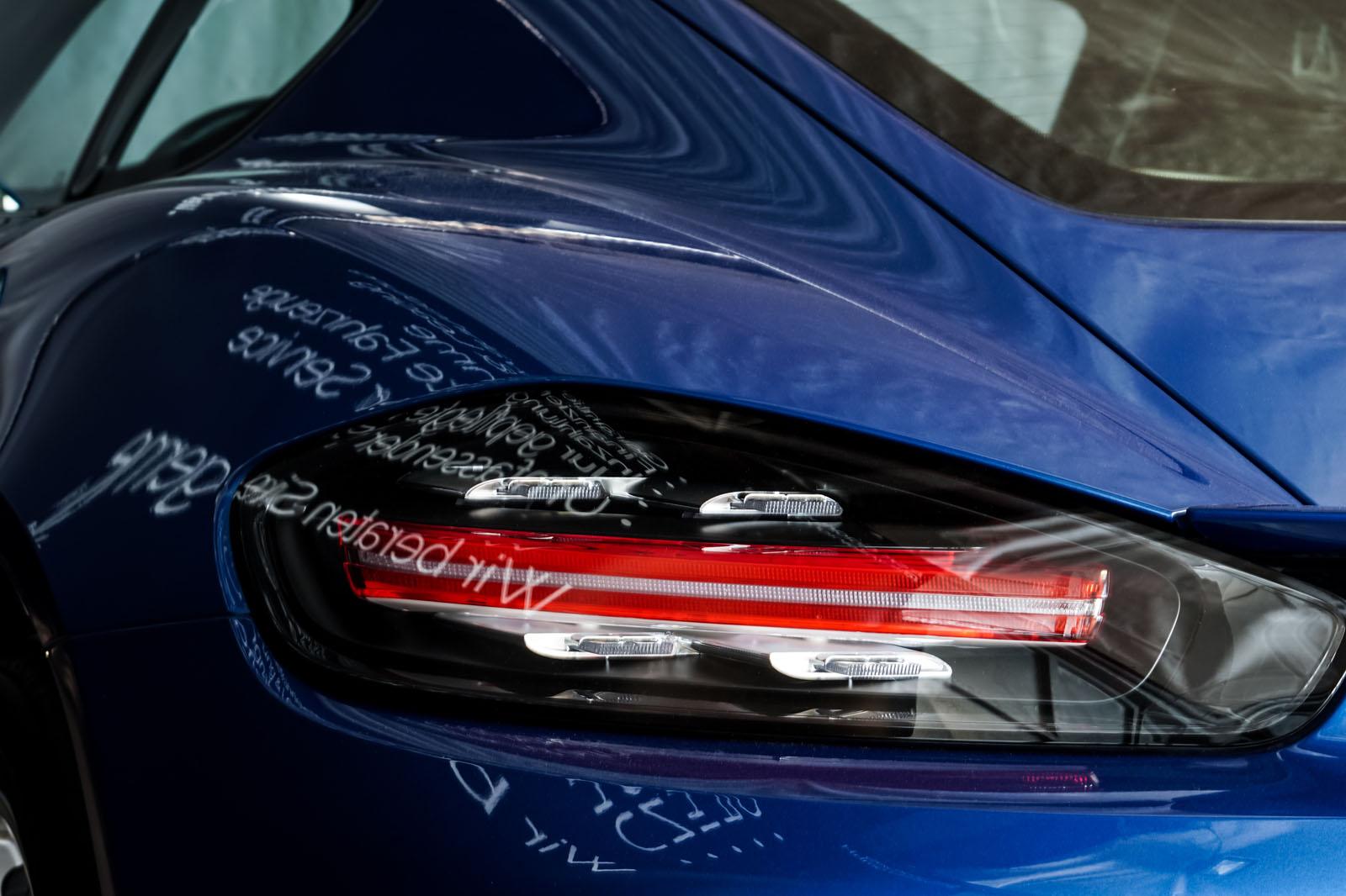 Porsche_Cayman_Blau_Schwarz_POR-0613_19_w