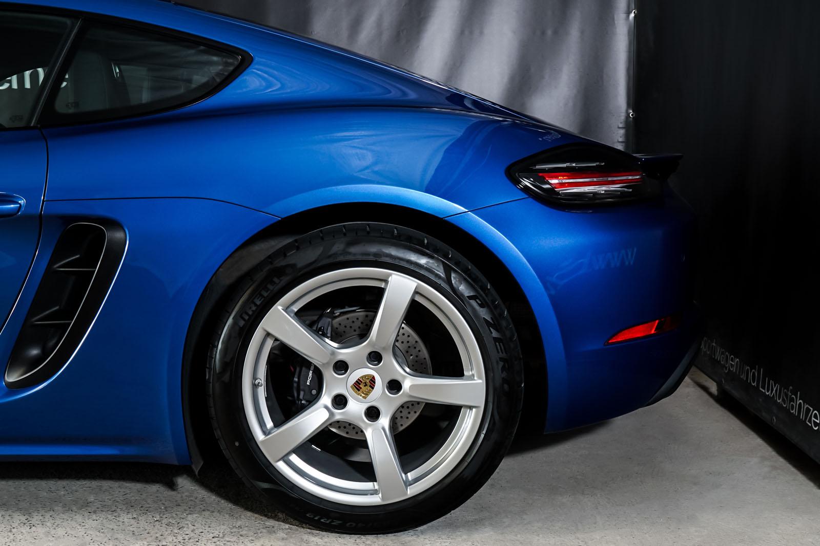 Porsche_Cayman_Blau_Schwarz_POR-0613_4_w